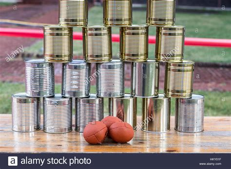 Empty Cans Party Stockfotos & Empty Cans Party Bilder - Alamy